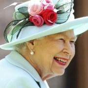 Το περίεργο τεστ με τη μύγα που περνούν όσοι θέλουν να δουλέψουν για τη βασίλισσα Ελισάβετ
