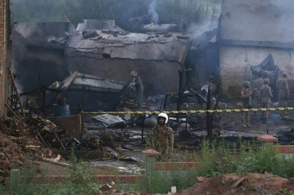 17-dead-as-Pakistan-militar-plane-crashes-into-city