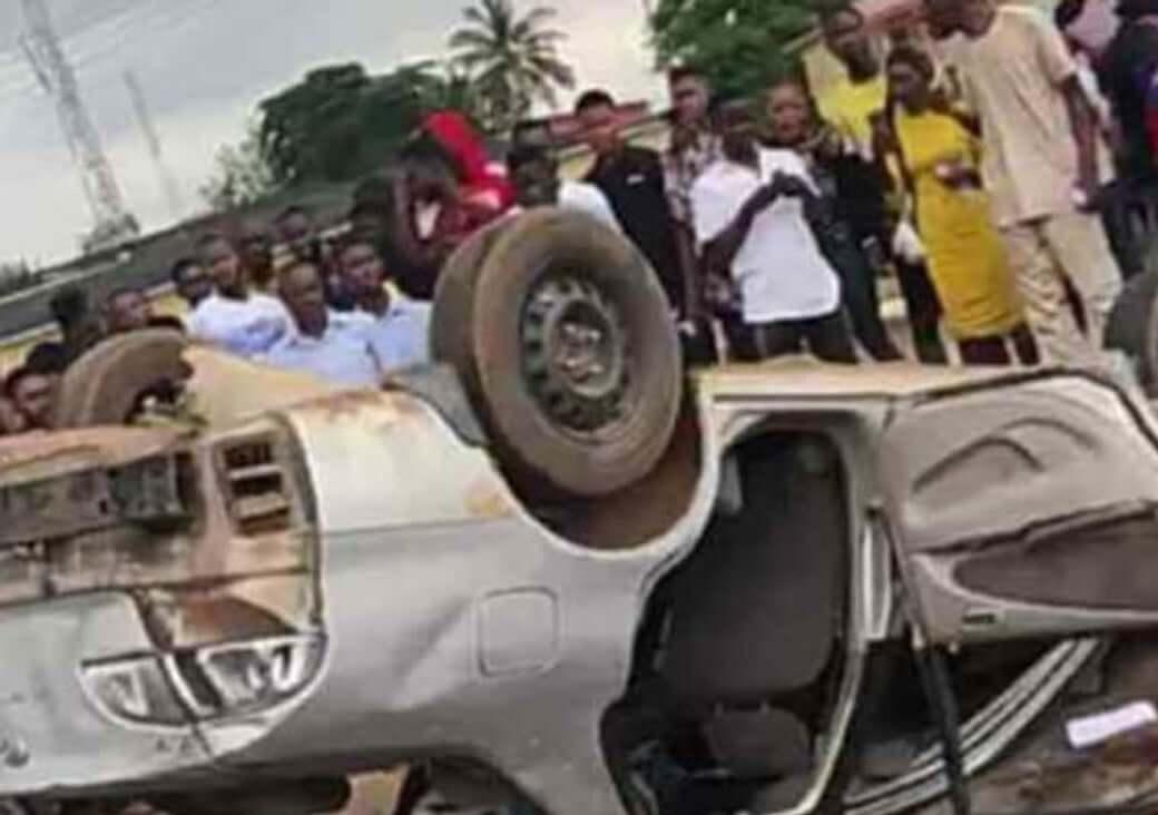 TASUITE-burnt-SARS-vehicle-over-Yahoo-boys-chase