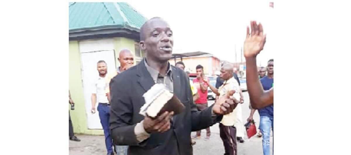 Ijesha-evangelist-beating-to-pulp-for-stealing-phones
