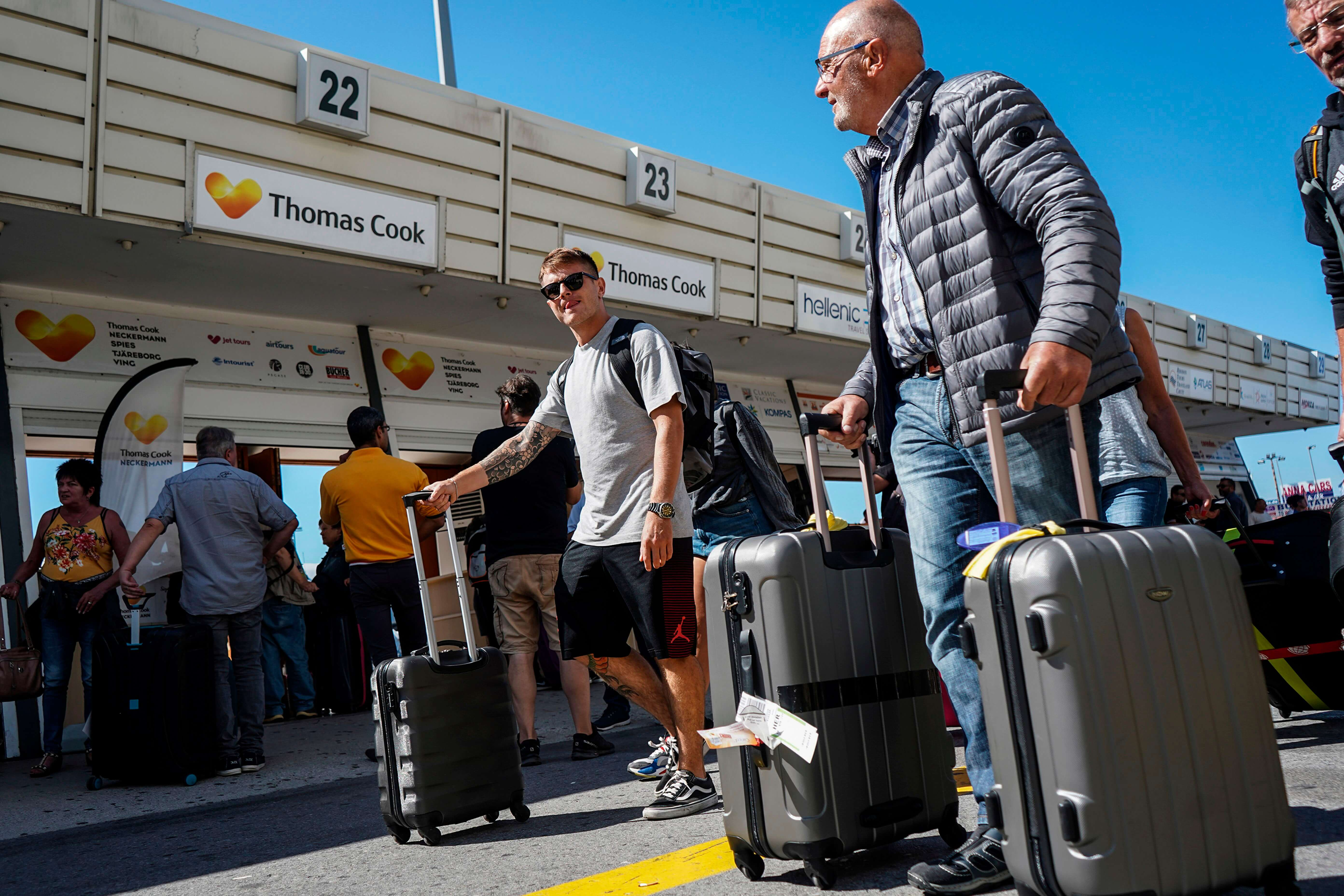 Thomas-Cook-collapses,-stranding-travelers