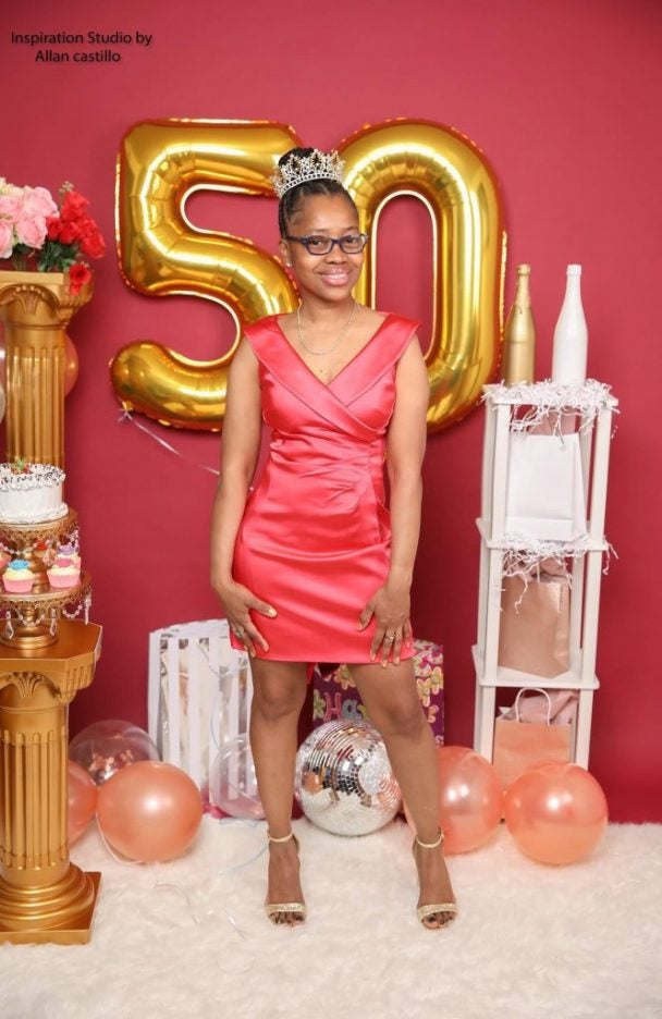 50-year-old-woman-is-trending-on-social-media