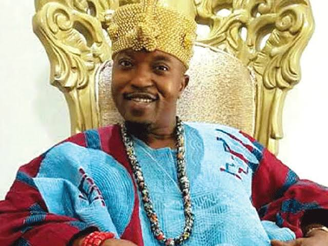rape-oluwo-distributes-pepper-spray-to-females-in-iwo