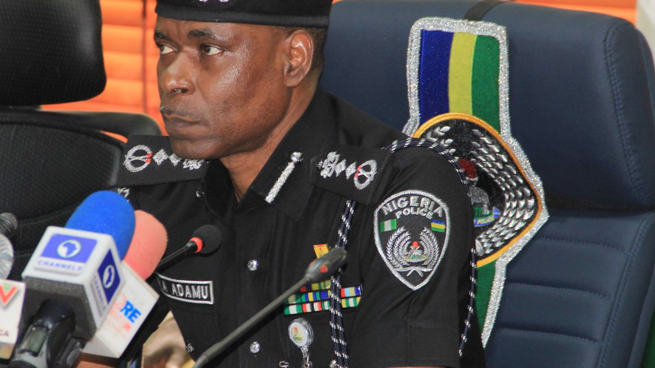 fake-soldiers-from-ife-beat-up-policeman