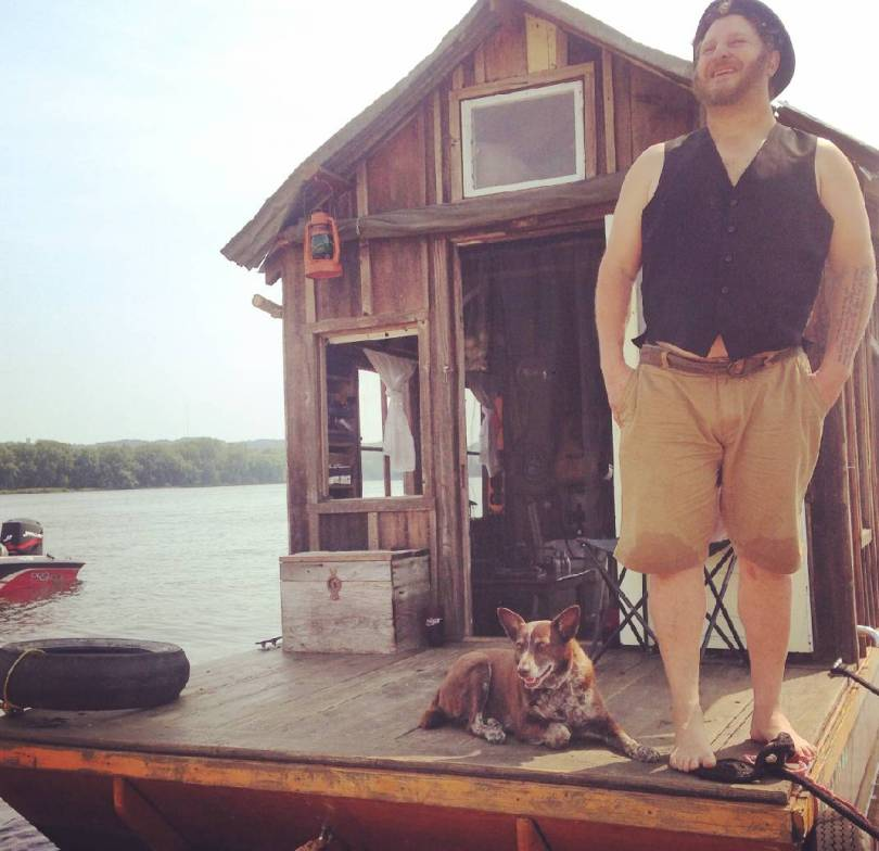 1466700644_Wes-Modes-and-Hazel-on-the-shanty-boat-in-Winona-Minnesota._t1070_h82ccdcb197deaf4d92c0389ab55a7919a94e2217.jpg