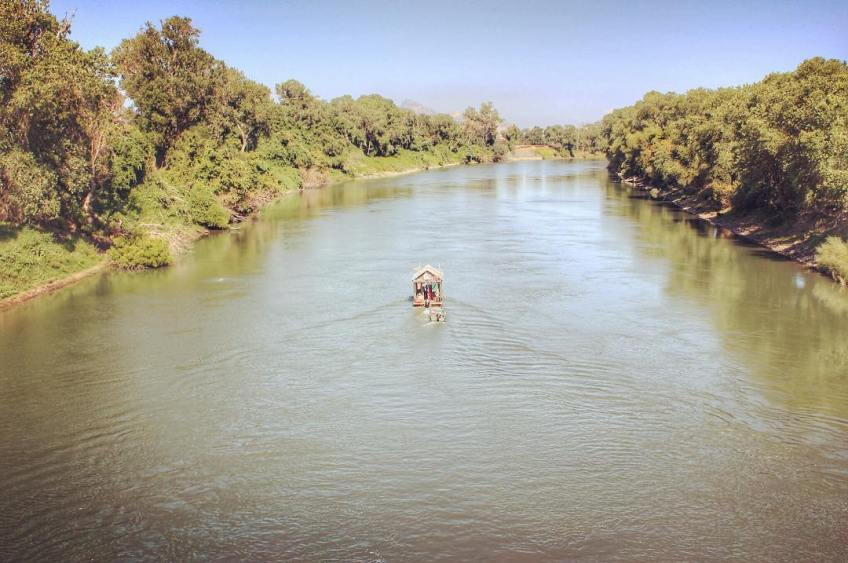 Shantyboat on the wide Sacramento. Photo by Mike Garofalo