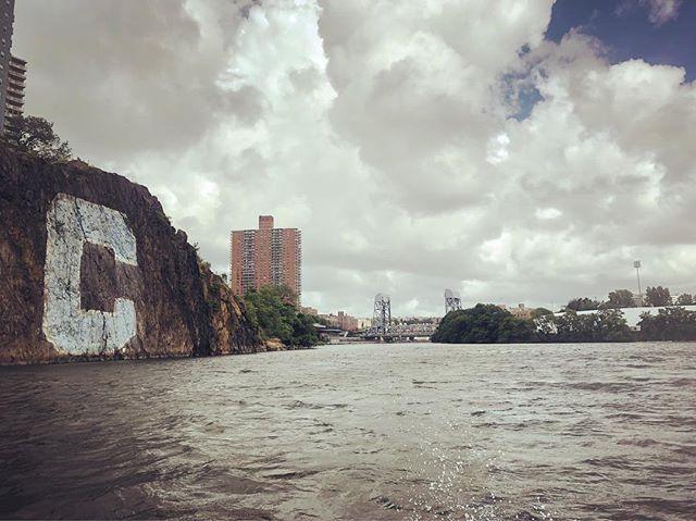We enter the Harlem River! #shantyboat #harlemriver #bronx