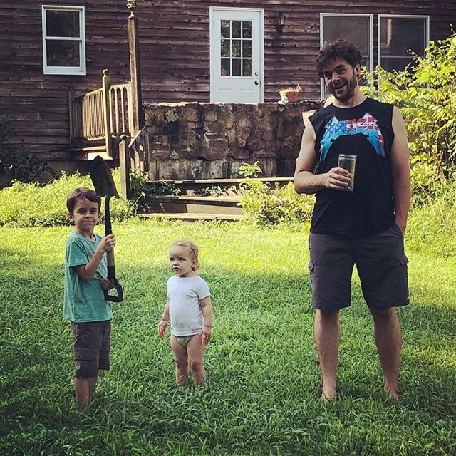 Old friend Seanix and his brood put me up in a soft bed in their Colonial farm house for the night after a day of crazy #oldfriends #humansofnewjersey #GradeSchoolersWithShovels