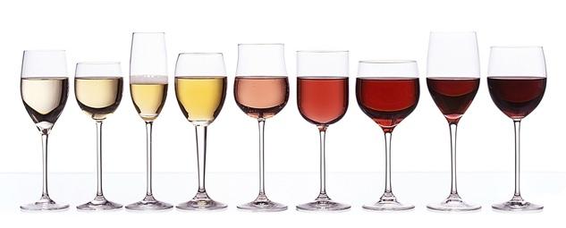 Cada tipo de vino tiene un diseño de copa específico. Diferentes copas, cada una con su tipo de vino.
