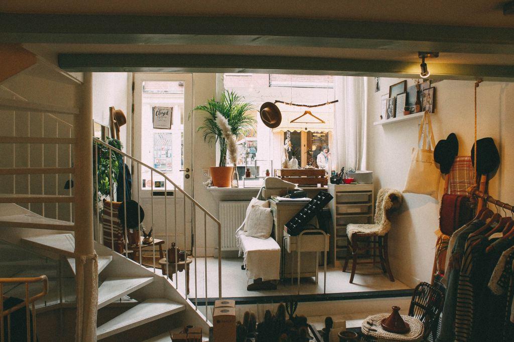 ordenar la casa, organizar la casa, la casa limpia y ordenada, Pepa Tabero, sala de estar muy desordenada