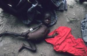 La situación de hambruna y moribundia en Ayod en aquellas fechas era espantosa (Foto: LUIS DAVILLA)