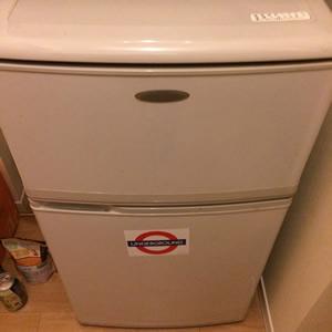 古くて小さな冷蔵庫