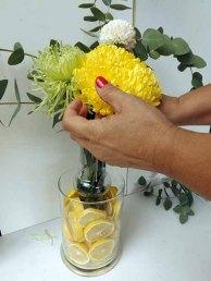 acariciando la flor