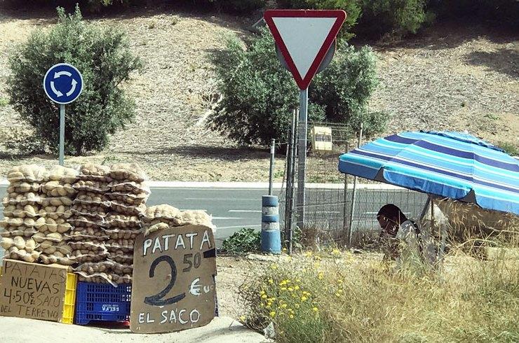 Jugarse la vida por 2,50 € en la carretera