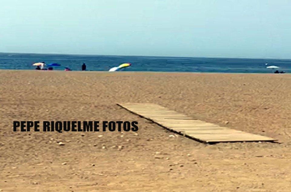 Lo que el Ayuntamiento de Mazarrón llama playa adaptada playa canina las moreras