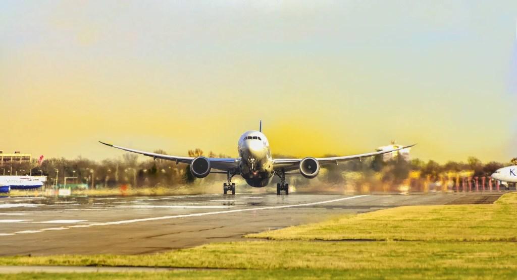 turistas-canarias-avión