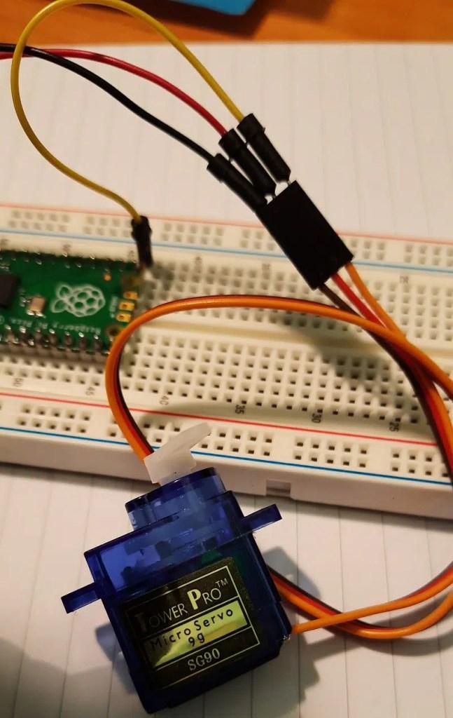 raspberry pi pico sg90 servo motor details