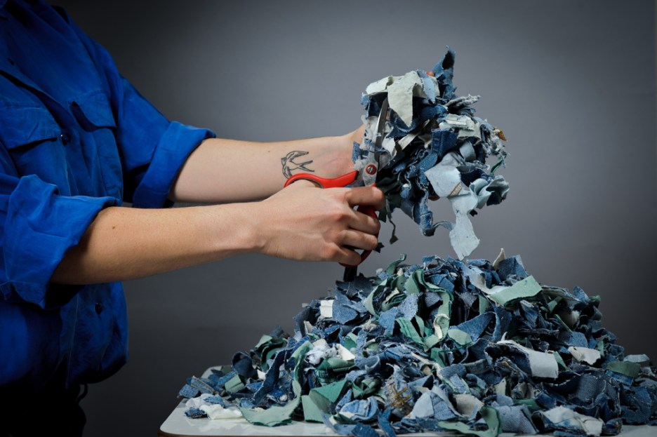 demode-recycled-clothing-tiles-by-bernardita-marambio-1