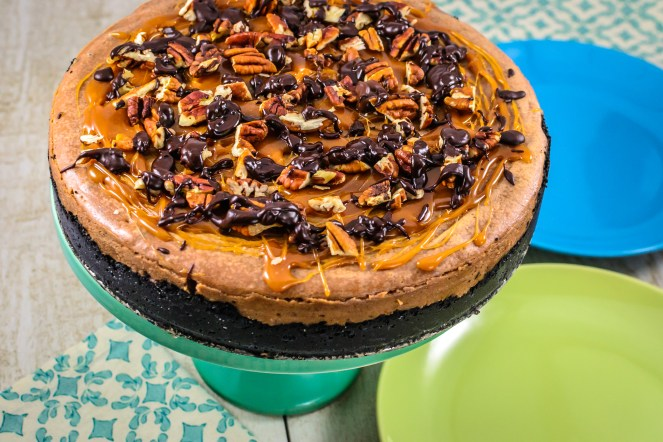 turtle-cheesecake-with-chocolate-and-caramel
