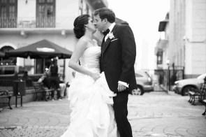 Enamorados en Plaza Herrera-Peppo Photography