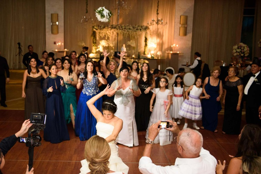 Emma, Throwing the bouquet-Peppo Photography