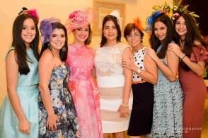 Modelando Sombreros en el Bridal Shower de Johanna