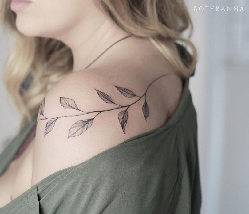 Tatuagem Feminina 2022 no Ombro
