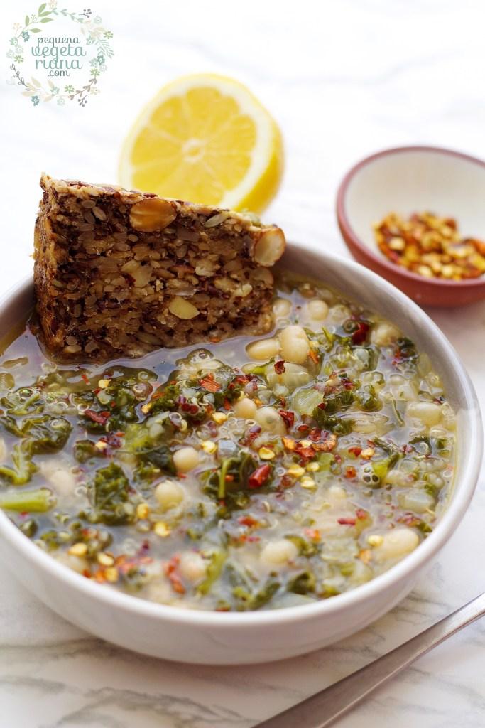 Sopa de feijão branco com quinoa e couve
