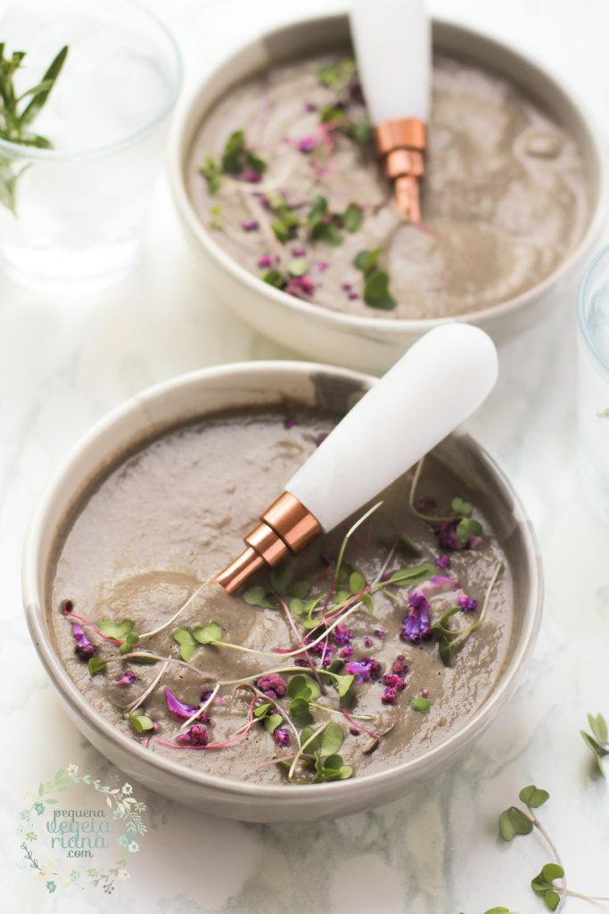 Sopa de couve-flor roxa grelhada