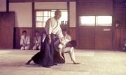 Osensei Morihei Ueshiba en el antiguo Honbu Dojo (1962). Foto: Cortesía de Robert Nadeau.