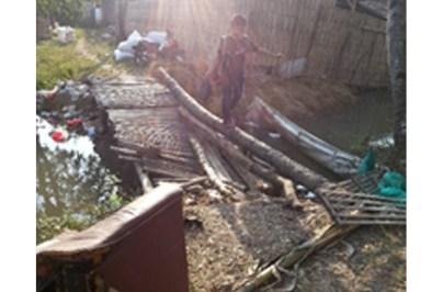 subang, Jembatan TPU Rancaudik Kab. Subang Rusak Parah