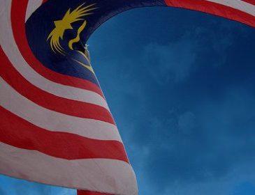 Jalur Gemilang dibakar lagi, Kedutaan Malaysia dilontar ikan masin busuk