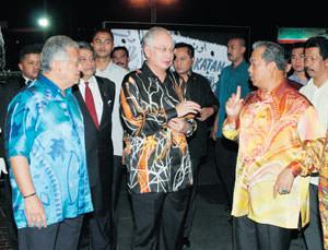 Penangguhan Pemilihan Umno 2011 memberi impak besar kepada senario politik tanah air.