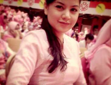 Lisa Surihani Terima Anugerah Pencapaian Khas Puteri UMNO