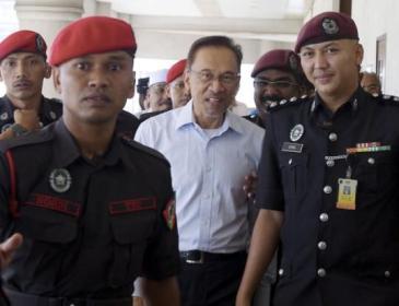 Hentikan Layanan Buruk Terhadap Anwar