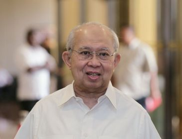 Penyokong Razaleigh dalang memo palsu, kata penulis blog