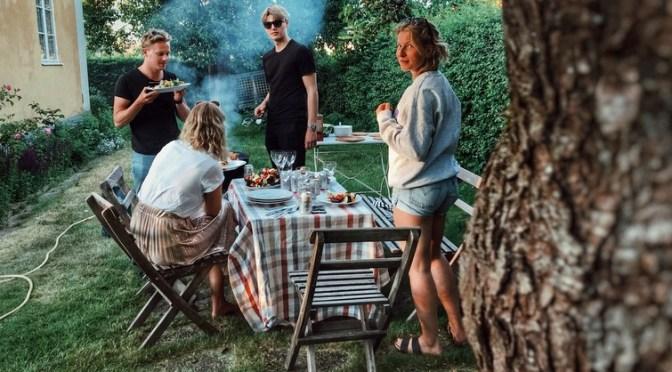 Ernæring i varmen: Spis salat til pølserne