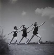 Škola suvremenog plesa Ane Maletić (u sredini Silvija Hercigonja), 1946/7.