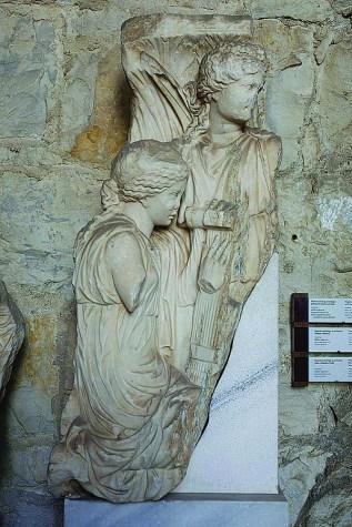 Ulomak atičkog sarkofaga s prikazom Fedre i sviračica, Salona, pr.pol.3.st.
