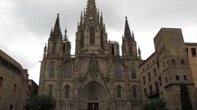 Katedrala svete Eulalije - glavno pročelje iz 1889. godine, središnji toranj 1913.