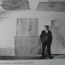 Ivan Generalić u svom ateljeu u staroj kući