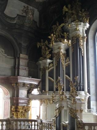 Crkva sv. Nikole - barokne orgulje iz 1746., a na njima je svirao Mozart 1787.
