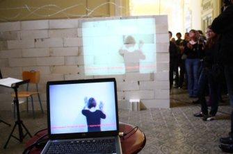 Zid i videoinstalacija Einfühlung - Empathy, 2009.