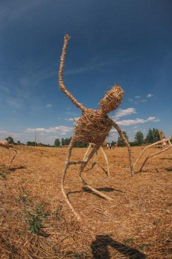 "Interaktivna skulptura ""Ples"" - Slama land art festival, Lug, Baranja, 2009."