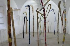 """Detalj postava izložbe """"Šuma"""" - Galerija Utopia, Osijek, 2018."""