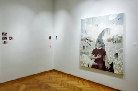 Tina Dobrajc - Na tamnim mjestima, 2018., akril, uljani pastel i vuna na platnu, foto: Duško Miljanić