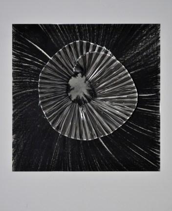 Zebrasta rozeta;čelik, aluminij, pastel, pleksiglas; 70x70x30cm