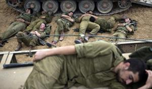 israeli-soldiers-sleep-near-gaza-strip