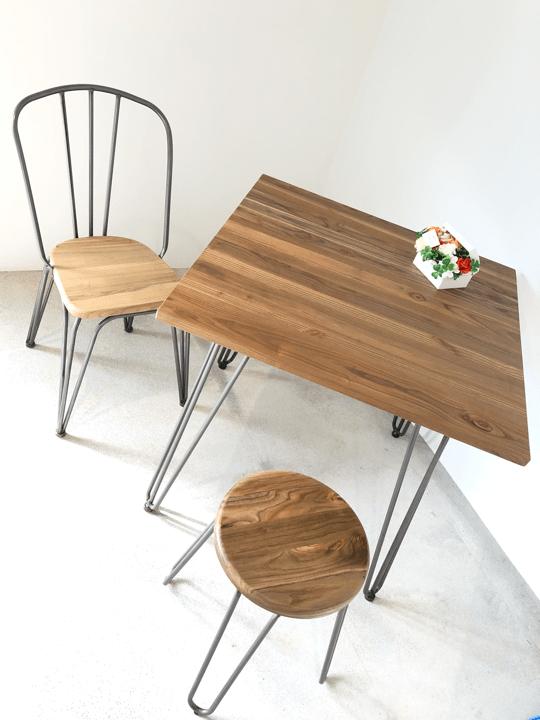 入り口のテーブル完成しました!