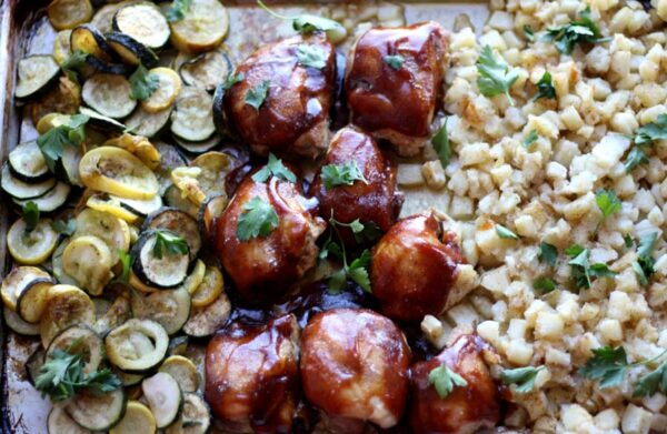 17 Easy Sheet Pan Dinners for Busy Nights (One Pan Chicken and Veggie Bake from Oven Struck)